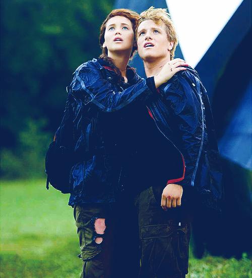 SPOILER ALERT!! New Photos: Cave Scene, Katniss & Peeta ... | 500 x 550 png 300kB